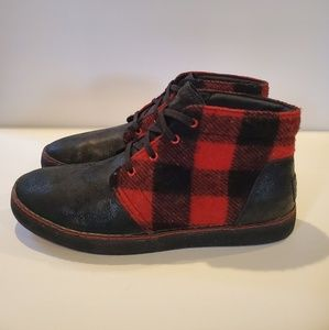 UGG red and black buffalo plaid size 11.5 like new